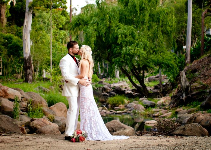 cedar creek lodges trina steve wedding kiss the groom mt tamborine wedding photographer-0683
