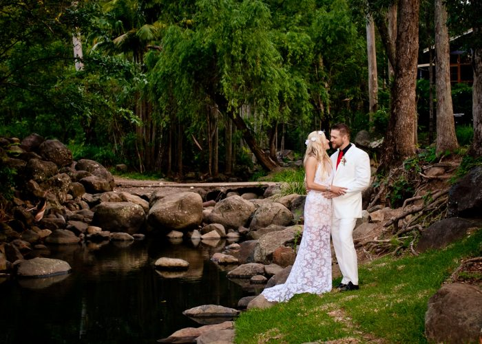 cedar creek lodges trina steve wedding kiss the groom mt tamborine wedding photographer-0751